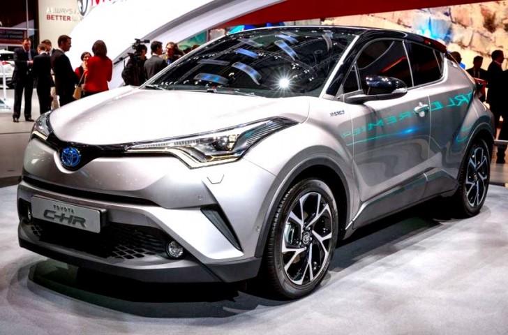 2017-Toyota-C-HR-show-floor