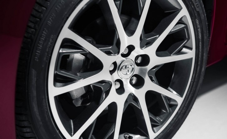2017-Toyota-Corolla-50th-107-876x535