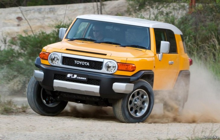 2017-Toyota-FJ-Cruiser 02