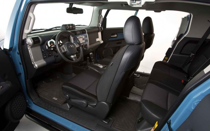2017 Toyota FJ Cruiser Interior Pictures