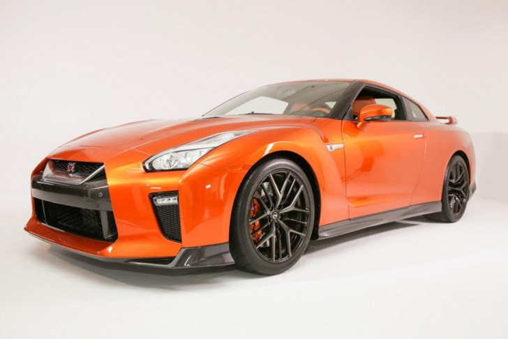 Nissan refreshes the GT R in the Big Apple pictures