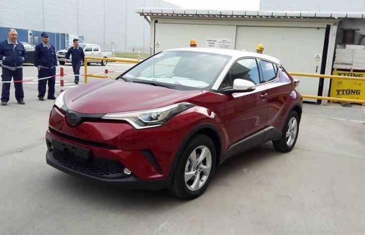 toyota C-HR 2017 実車 01