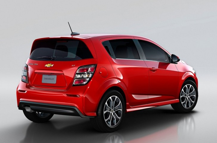 Chevrolet Sonic (2017)3