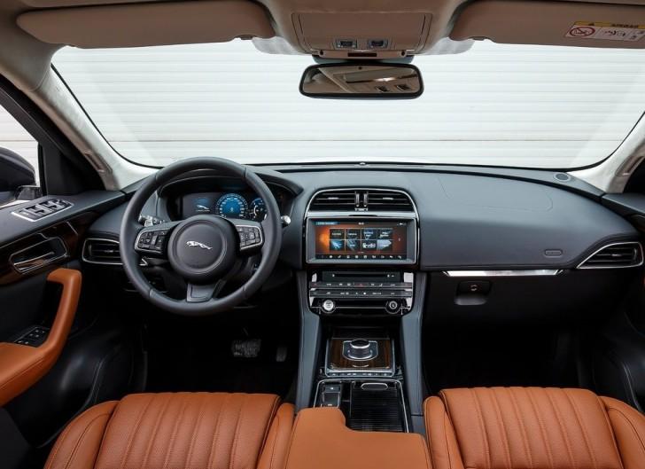 Jaguar F-Pace (2017)8