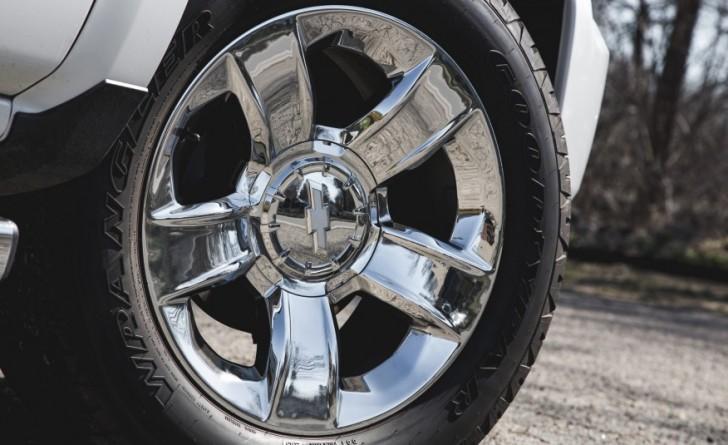 2016-Chevrolet-Silverado-1500-Z71-LTZ-1181-876x535