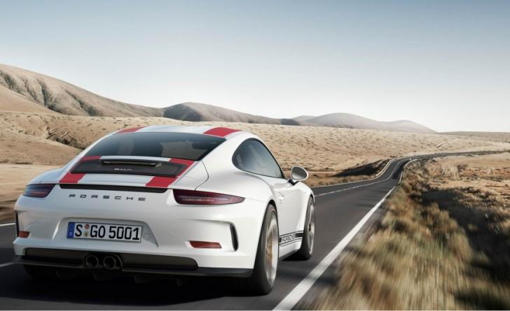 2017-Porsche-911-R-105-876x535