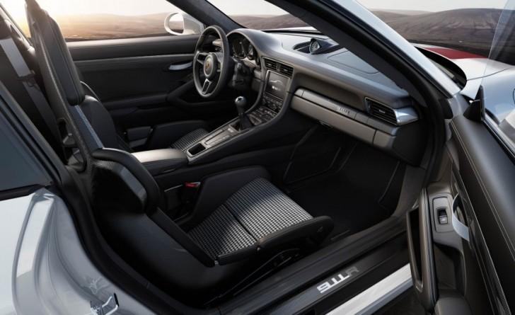 2017-Porsche-911-R-110-876x535