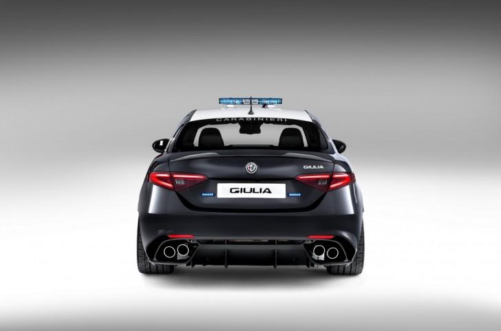 Alfa-Romeo-Giulia-QV0Police-6