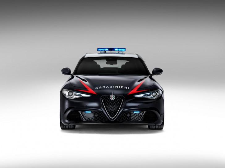 Alfa-Romeo-Giulia-QV0Police-7