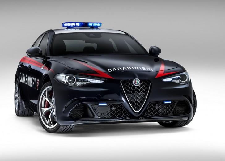 Alfa-Romeo-Giulia-QV0Police