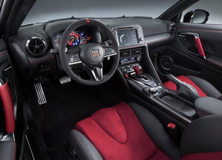 Nissan GT-R Nismo (2017)8