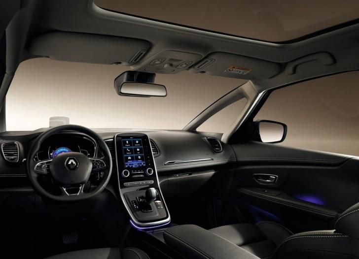 Renault Grand Scenic (2017) 5