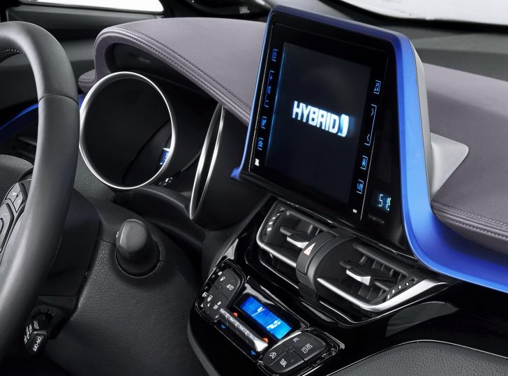 2017-Toyota-C-HR-11