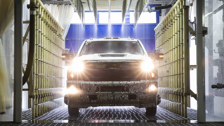Engineering of the all-new air intake system on the 2017 Chevrolet Silverado HD was rooted in real-world driving conditions of every degree – from misty rains to monsoon-level downpours. The patented intake system drives cool, dry air into the engine for sustained performance and cooler temperatures during difficult driving conditions.