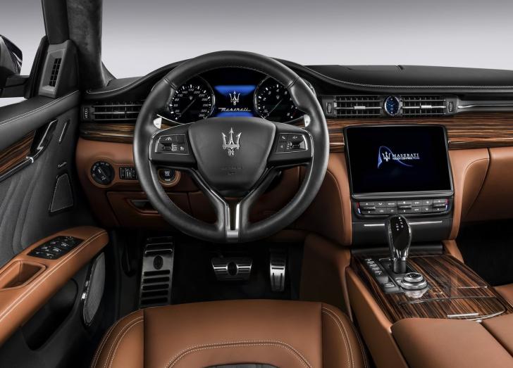Maserati Quattroporte (2017)5