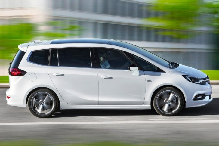 Opel Zafira (2017)4