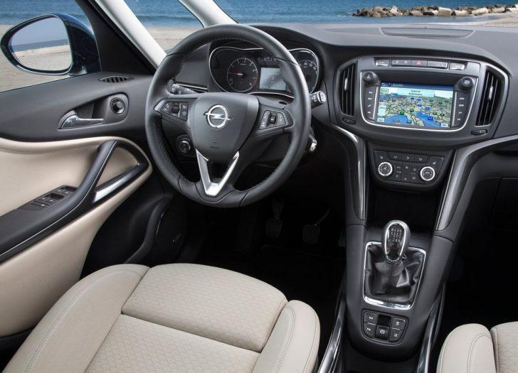 Opel Zafira (2017)6