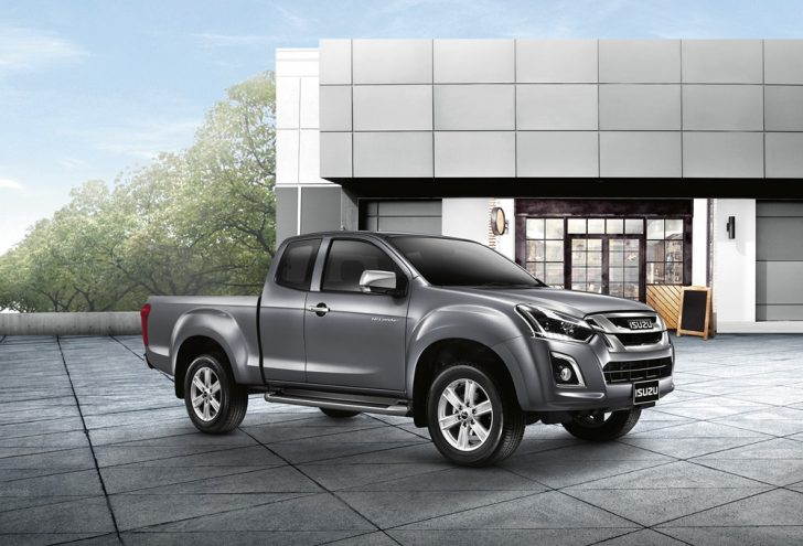 2016-Isuzu-D-Max-facelift-front-three-quarter-launched-in-Thailand