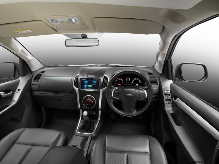 2016-Isuzu-D-Max-facelift-interior-launched-in-Thailand
