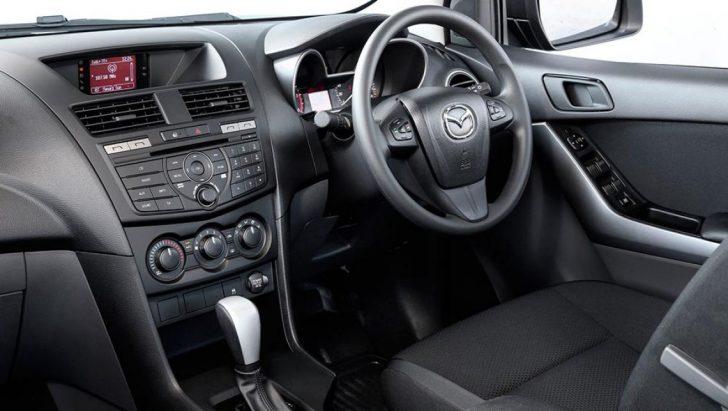 Mazda-BT-50-4x4-2015-interior