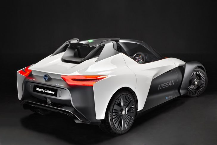 nissan-bladeglider-brings-cutting-edge-intelligent-mobility-to-l-6-970x647-c