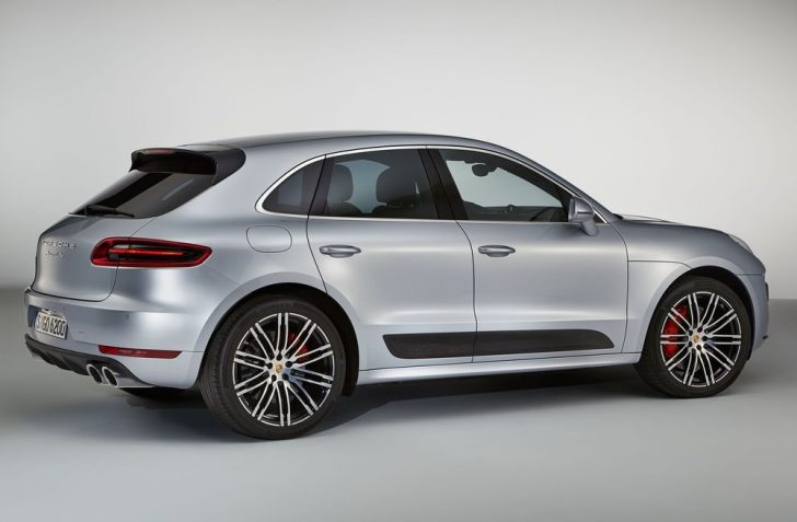 Porsche Macan Turbo with Performance Package (2017)3