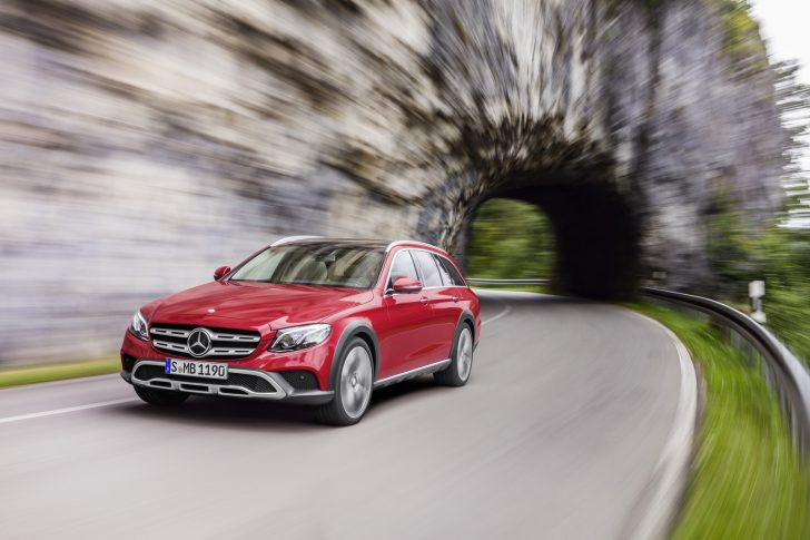Mercedes-Benz E-Klasse All-Terrain; Outdoor; 2016; Exterieur: designo hyazinthrot metallic ;Kraftstoffverbrauch kombiniert: 5,1 l/100 km; CO2-Emissionen kombiniert: 137 g/kmMercedes-Benz E-Class All-Terrain; outdoor; 2016; exterior: designo hyacinth red metallic; Fuel consumption combined: 5.1 l/100 km; Combined CO2 emissions: 137 g/km