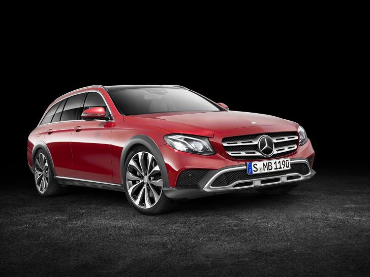 Mercedes-Benz E-Klasse All-Terrain; Studio; 2016; Exterieur: designo hyazinthrot metallic ;Kraftstoffverbrauch kombiniert: 5,1 l/100 km; CO2-Emissionen kombiniert: 137 g/kmMercedes-Benz E-Class All-Terrain; studio; 2016; exterior: designo hyacinth red metallic; Fuel consumption combined: 5.1 l/100 km; Combined CO2 emissions: 137 g/km